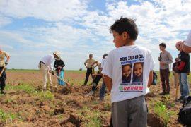 Con 8 años, Juan de Dios Torres participa junto con su madre en la brigada de búsqueda de desaparecidos (IPS)