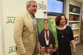 """Durante la conferencia de prensa también se presentó el cartel conmemorativo del evento, hecho por la artista Nívea Ortiz Montañez. La pieza, titulada """"Mola Jazz"""", muestra al homenajeado y será utilizada como imagen oficial del JazzFest."""