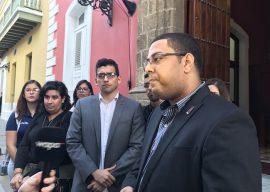 Estudiantes UPR a la salida de la reunión con el secretario de Asuntos Públicos. (Diálogo)