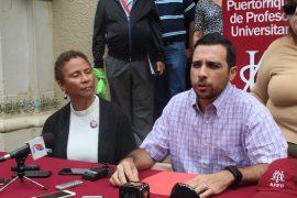 Profesor José Rivera y profesora Lida Orta de la APPU. (Ronald Ávila Claudio/Diálogo)