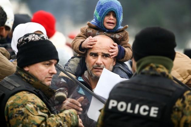 Refugiados sirios sobreviven en condiciones insoportables en el campamento de Idomeni, en la frontera de Grecia con Macedonia. Crédito: Dimitris Tosidi/IRIN