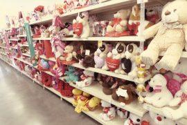 Tradicionalmente, el Día de San Valentín deja su agosto en los comercios. (Zahaira Cruz / Diálogo)