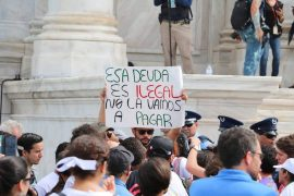 Manifestación en el Capitolio por la auditoría de la deuda de Puerto Rico. (Alfonso Mercedes/ Diálogo)