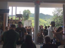 Estudiantes de UPR Utuado en asamblea (Viviana Tirado/ Diálogo)