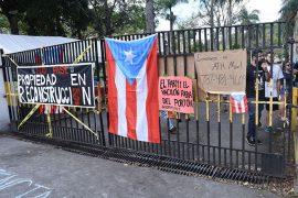 Portones de la UPR Cayey durante la huelga. (archivo)