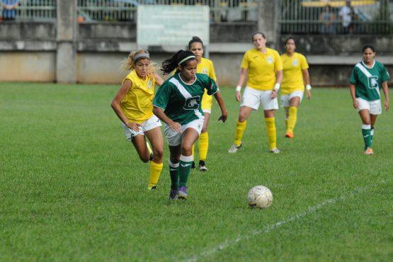 Las Juanas del Colegio buscan el back to back en el futbol. (Luis F. Mimguela LAI) (70)