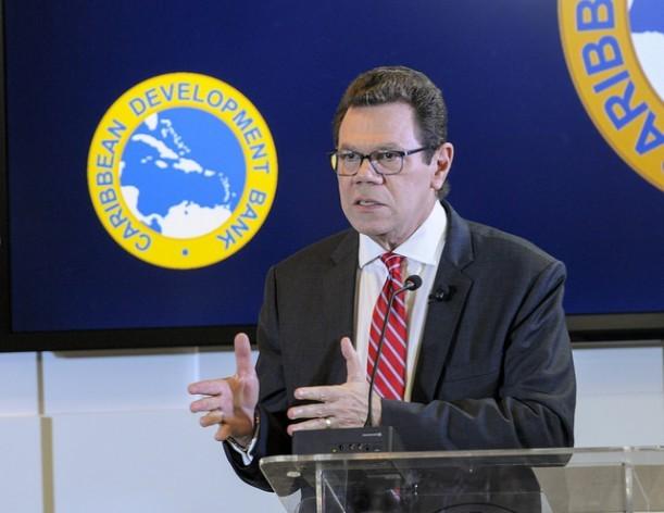 El presidente del Banco de Desarrollo del Caribe, Warren Smith, dijo que la institución prioriza la atención a las consecuencias del cambio climático en la región. Crédito: Desmond Brown/IPS.