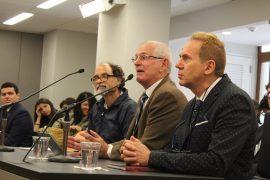 John Fernández Van Cleve junto a profesores del RUM. (Paola Guzmán/ Diálogo)