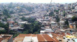 El barrio La Limonada, en la zona 5 de la capital guatemalteca, es una muestra de la pobreza y la desigualdad que persiste en América Latina. Crédito: Danilo Valladares/IPS.