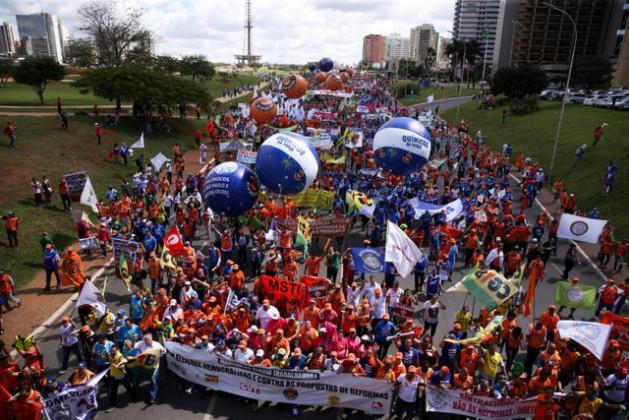 Las protestas sociales y sindicales se han sido casi diarias en Brasil, como esta del 24 de mayo en la capital, en demanda de la renuncia del presidente Michel Temer por los casos de corrupción que lo involucran directamente, mientras crece el cerco judicial en su contra. Crédito: Marcelo Camargo/Agência Brasil