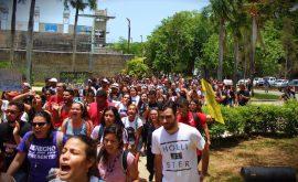 Manifestación en la UPRRP. (Enrique Fortuño/ Diálogo)