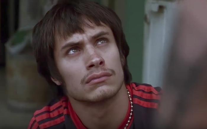 Un joven Gael García Bernal (México, 1978) protagoniza una de las historias del film 'Amores perros', del aclamado Alejandro González Iñárritu. (Captura de pantalla)