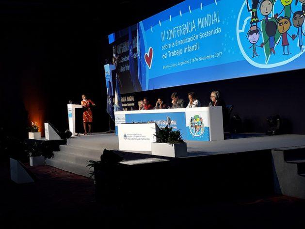 """La IV Conferencia Mundial sobre la Erradicación Sostenida del Trabajo Infantil, realizada en la capital argentina, concluyó con un llamado """"apremiante"""" a acelerar los esfuerzos para erradicar este lacerante problema en 2025, una meta de la comunidad internacional que hoy no parece realizable. Crédito: Daniel Gutman/IPS"""