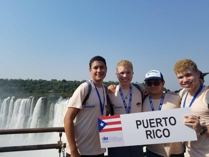 Los estudiantes Miguel Tulla, Omar Santiago, Sebastián Portalatín y Gustavo Santiago conformaron la delegación boricua en Argentina. (Suministrada)