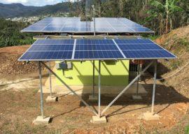 Placas solares de la emisora. (Suministrada)