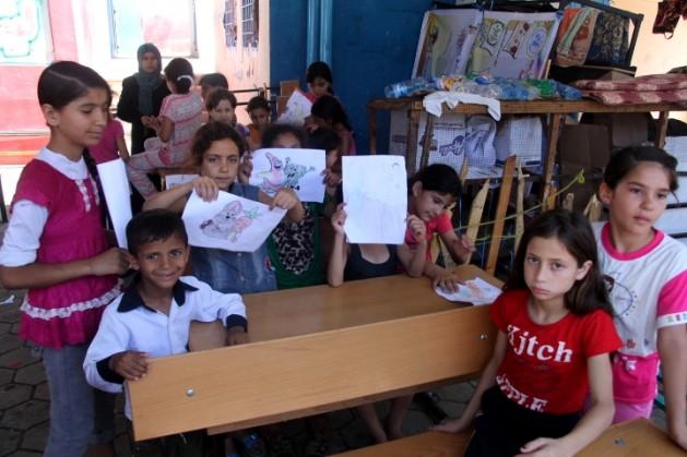 Niños refugiados en una escuela administrada por la ONU en Shujaiyeh, un vecindario de Gaza, en agosto de 2014. Crédito: Khaled Alashqar/IPS