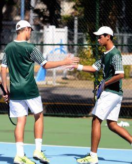 Los Tarzanes del Colegio pasan a la final del tenis. (L. Minguela LAI)