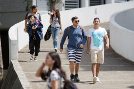 Foto Inicio clases UPR RP estudianes en el campus