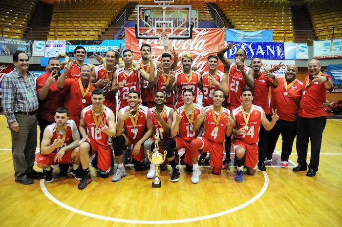 Los Gallitos de la UPR de Rio Piedras revalidaron el pasado año como campeones en medio de una huelga. (L. Minguela LAI)
