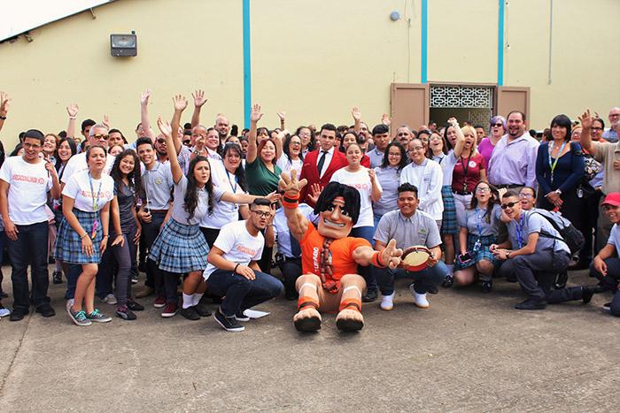 Vocacional Unida, estudiantes, profesores y personal. Coralis Viera