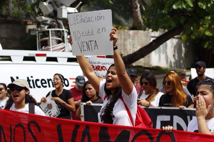 Manifestacieon frente al Centro de Convenciones. (Gabriel Casal Nazario)