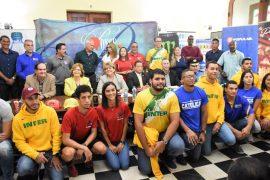 Atletas y directores atleticos presentes en la conferencia de prensa para las Justas LAI. (L. Minguela LAI)
