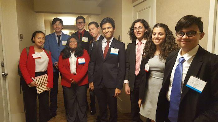 Grupo Estudiantes UHS participan en Harvard Model Congress