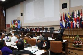Un momento de la clausura del 37 periodo de sesiones de la Comisión Económica para América Latina y el Caribe (Cepal), que se desarrolló entre los días 7 y 11 de mayo en el Palacio de Convenciones de La Habana. Crédito: Jorge Luis Baños/IPS