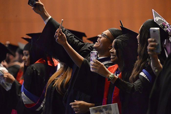 Graduación de la UPR Carolina. (Andrés Santana/ Diálogo)