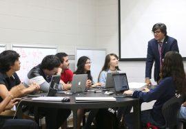 Dr. Ubaldo Cordova gira orientativa becas upr