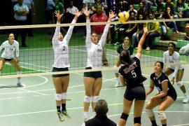 Las bicampeonas Juanas del Colegio pasan a su tercera final consecutiva del voleibol. (L. Minguela LAI)