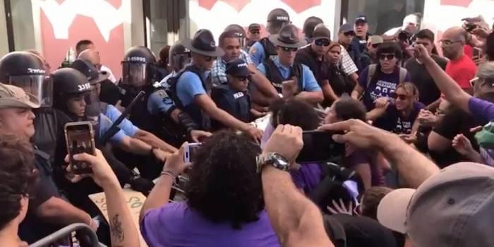 Plantón y fuerza de choque Metro y Casa Pueblo