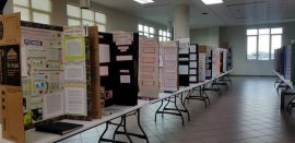 Decenas de estudiantes de escuelas pubicas de 8 municipios presentan sus proyectos