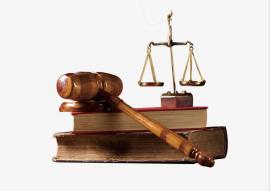 Balanza de justicia sobre libros de pngtree.com