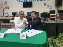 El alcalde de Toa Baja, Betito Márquez y el rector de la UPR Bayamón, Dr. Miguel Vélez Rubio